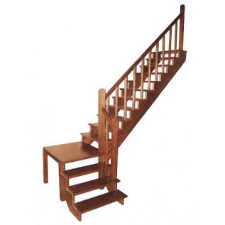 Деревянная площадка для лестницы с поворотом