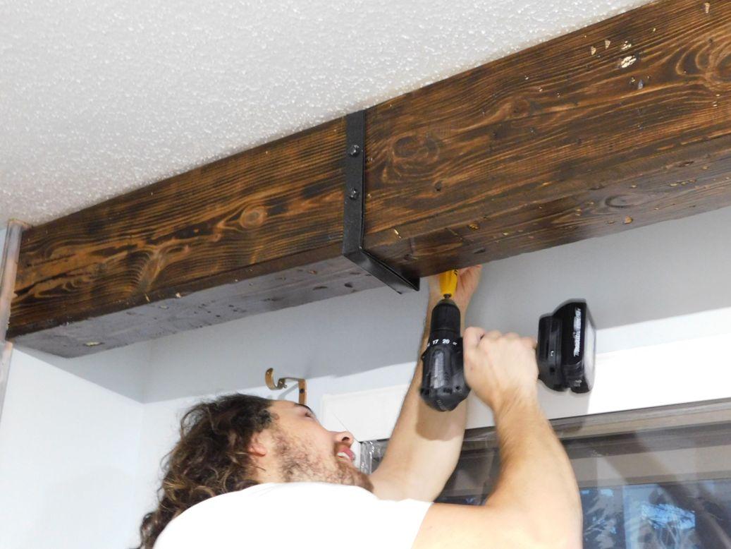 фальш балка из дерева на потолок