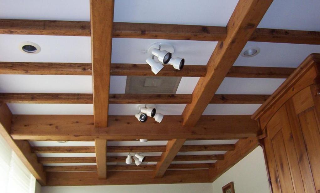 потолок с балками фото